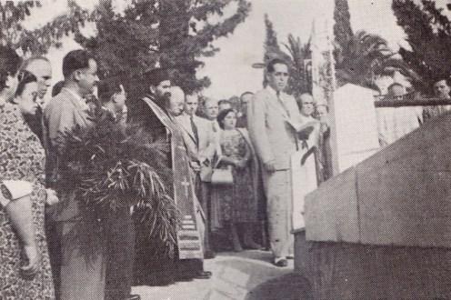 Ο Διευθυντής Δασών Αντώνιος Χριστοδουλόπουλος στο Τρισάγιο προς τιμήν των νεκρών Μαρκόπουλου και Δαβερώνη την 20η Οκτώβρη 1949 (πηγή: «Το δάσος», έκδοση του Υπουργείου Γεωργίας, Τριμηνία Γ΄ & Δ΄, αριθ. 11 & 12, έτος 1949)