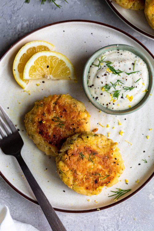 Tuna Cakes With Lemon Dill Aioli - Dash Of Mandi