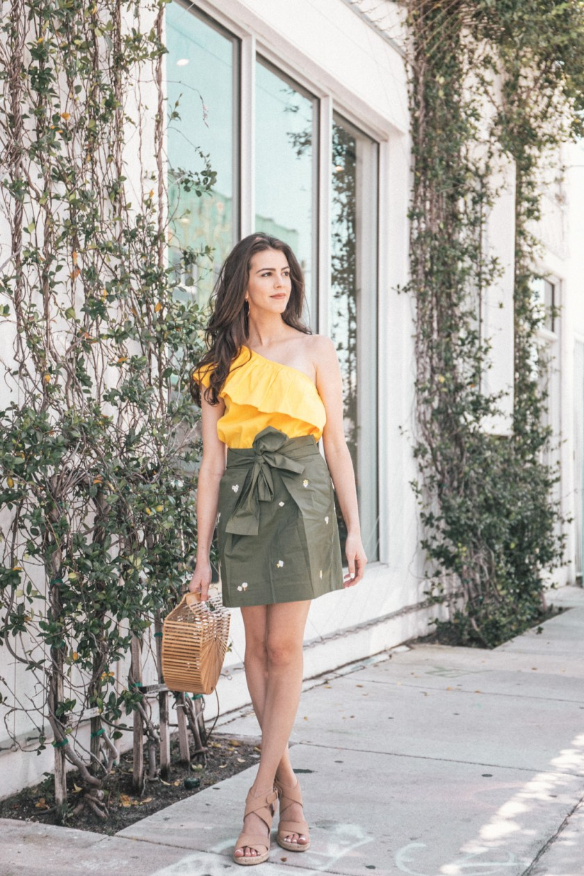 Jackie Roque styling a summer jcrew outfit in Miami.