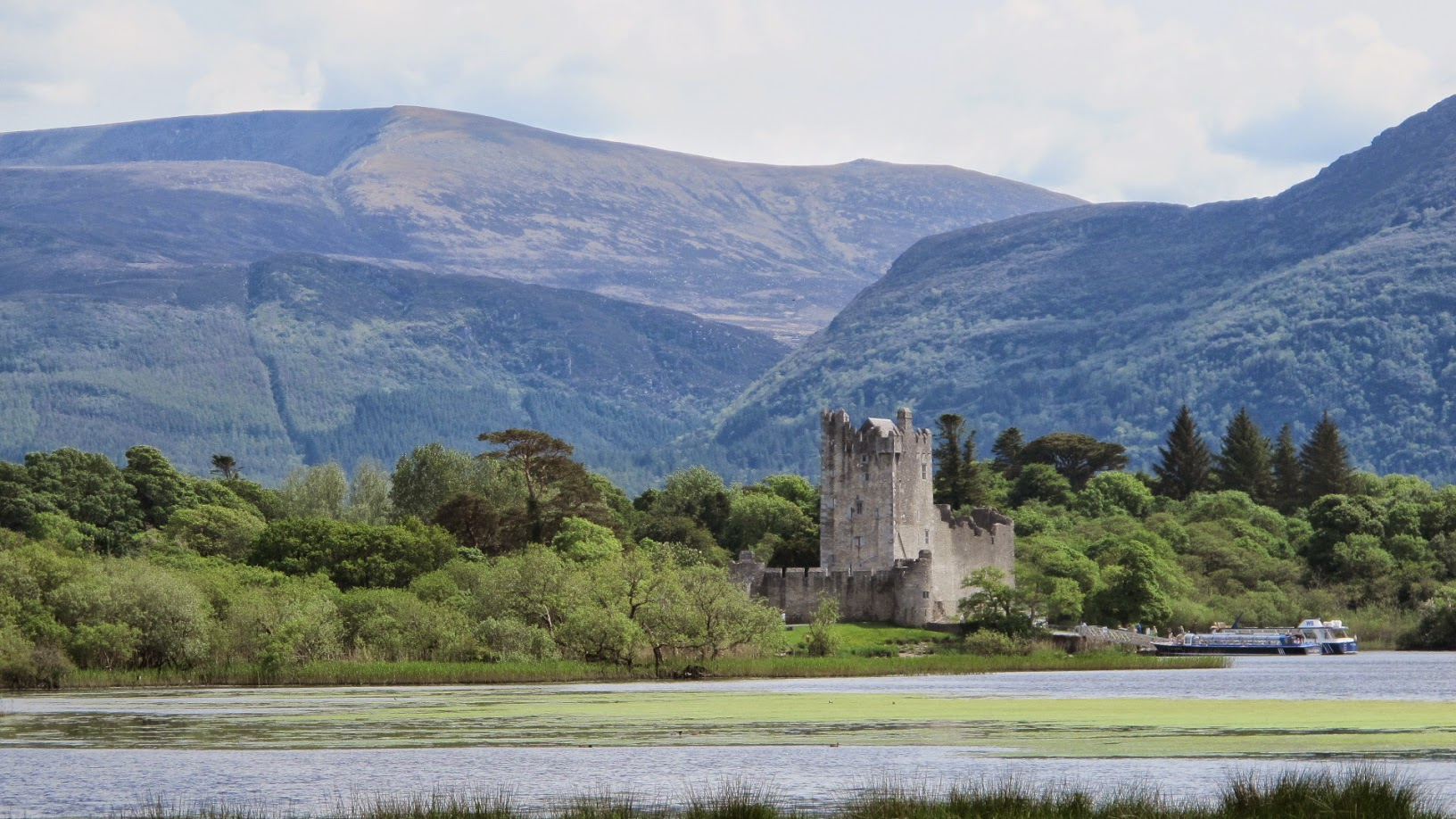 Irish Castle and mountains by Olivier DASINI