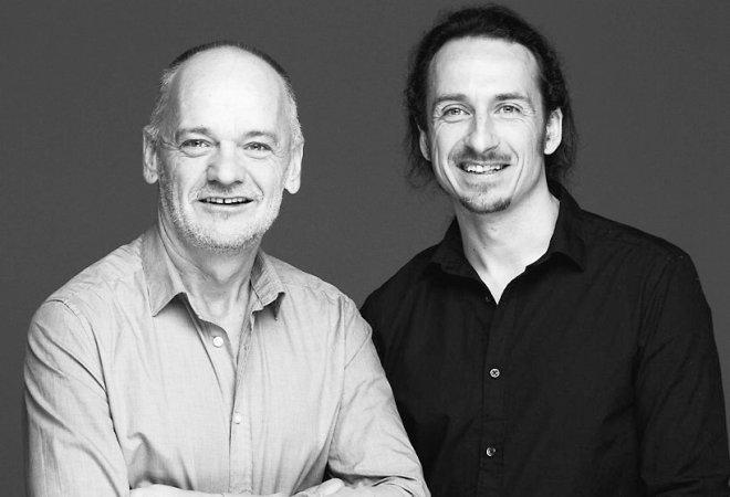 Hans Hellfried Wedenig, Medienproduzent und Berater, und Heiko Przyhodnik, Biologie- und Sport-Lehrer, sind Gründer und Köpfe der Initiative Schulbuch-o-mat, im Internet zu finden unter www.schulbuch-o-mat.de. Foto: Julian Laidig