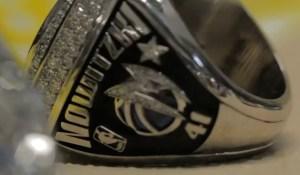 Die Dallas Mavericks und Dirk Nowitzki bekommen ihren Championship-Ring vor dem Spiel gegen die Minnesota Timberwolves.