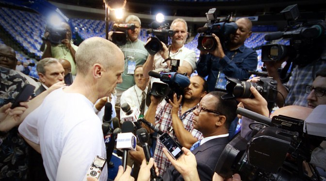 Dallas Mavericks Coach Rick Carlisle talks about Donald Sterling. Foto: David Nienhaus