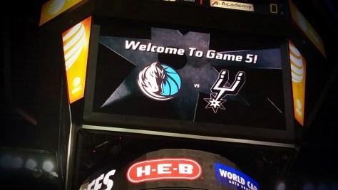 Playoffs in der NBA: Die San Antonio Spurs empfangen die Dallas Mavericks. Und gewinnen. Foto: David Nienhaus