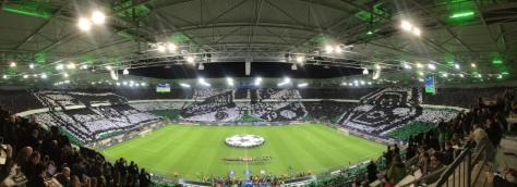 Die Choreo von Borussia Mönchengladbach vor dem Champions-League-Spiel zwischen Gladbach und Manchester City. Foto: David Nienhaus