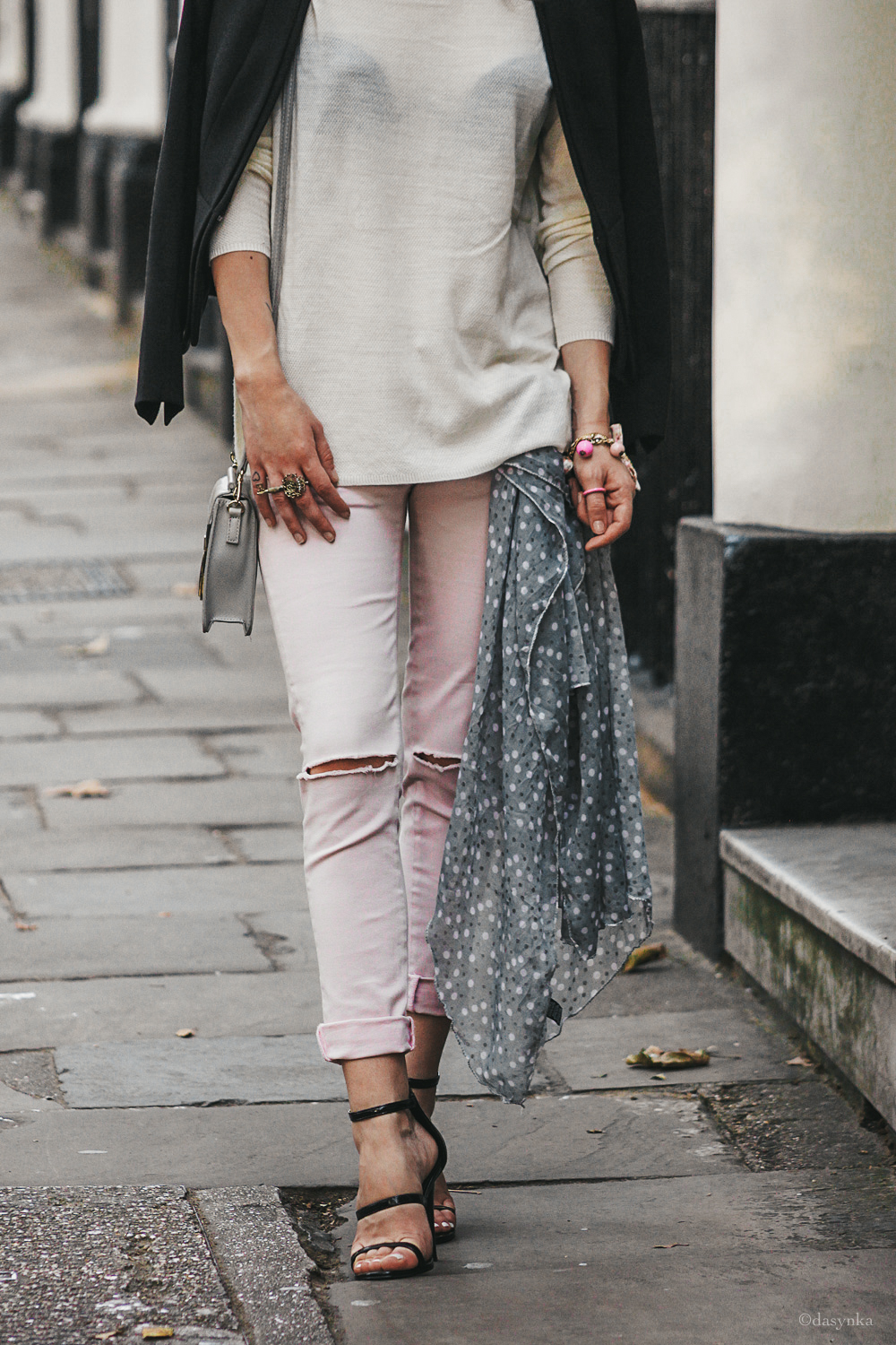 dasynka-fashion-blogger-london-street-style-scarf-bag-heels