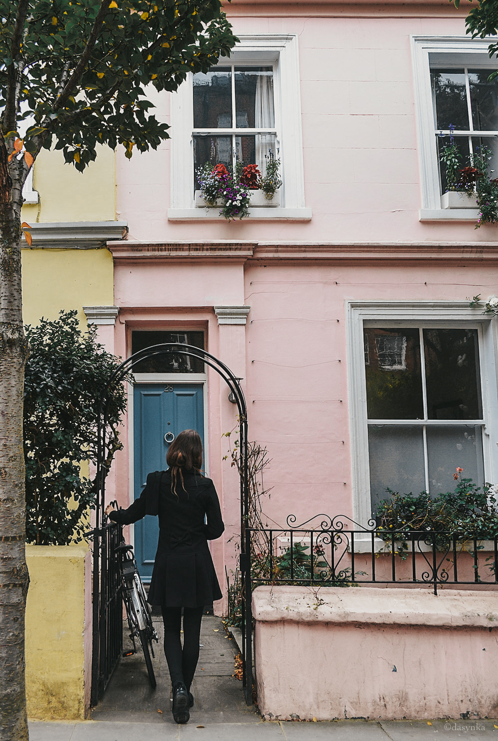 dasynka-fashion-blogger-blog-notting-hill-globetrotter-travel-london-door-houses-colored-pink
