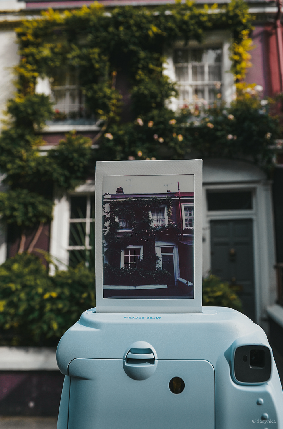dasynka-fashion-blogger-notting-hill-london-houses-colors-pinterest-pink-polaroid-instax