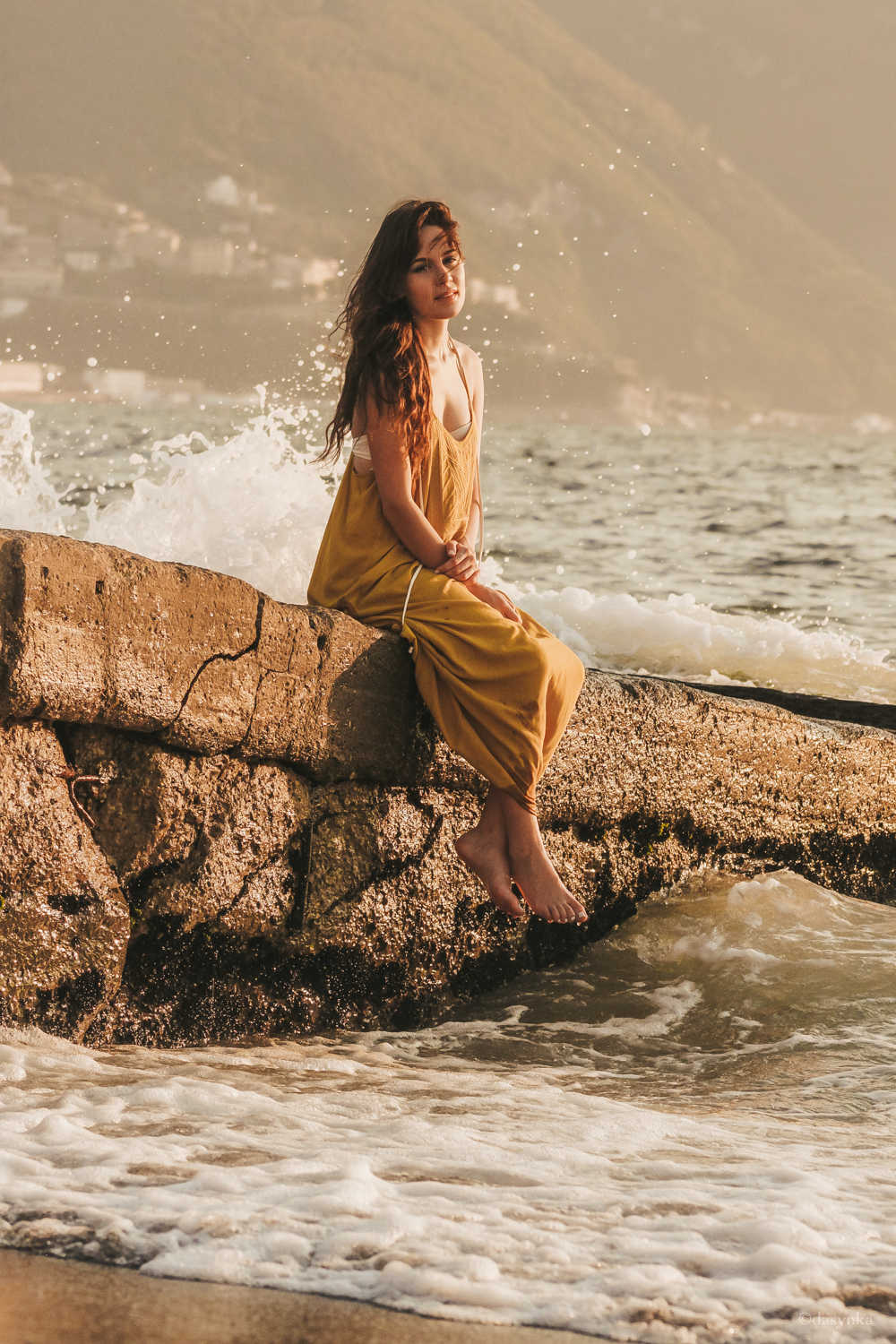 dasynka-fashion-blog-blogger-influencer-inspiration-shooting-model-globettrotter-travel-girl-lookbook-instagram-long-hair-street-style-casual-italy-lifestyle-outfit-poses-zara-casual-chic-instagrammer-inspo-summer-beach-sun-sunset-sea-ocean-mermaid-dress-yellow-white-bikini-swimwear-onepiece-swimsuit-body-traveler-photography-beautiful-photo-professional-wet