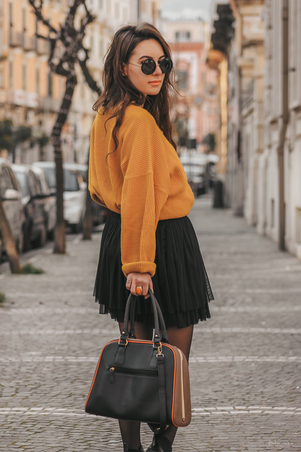 dasynka-fashion-blog-blogger-influencer-inspiration-women-ootd-inspo-outfit-shooting-model-globettrotter-travel-girl-lookbook-instagram-long-hair-street-style-casual-italy-lifestyle-look-outfit-poses-yellow-sweater-skirt-boots-jewelry-gold-sunnies-sunglasses-zara-hm-asos-tights-chiffon-inspo-casual-oversize-autumn-spring-classic-comfy