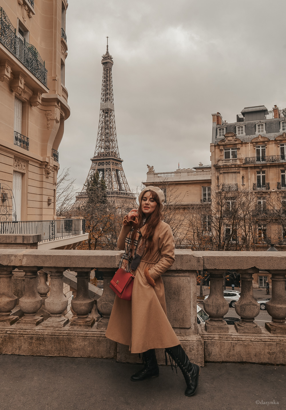 dasynka-fashion-blog-blogger-influencer-inspo-inspiration-shooting-model-globettrotter-travel-girl-lookbook-instagram-instagrammer-long-hair-street-style-casual-italy-lifestyle-outfit-poses-look-ootd-ideas-elegant-italian-paris-coat-camel-burberry-hat-basque-browne-boots-black-shirt-bow-sweater-cozy-parisien-parisienne-parisian-neutral-beige-white-scarf-france-tour-eiffel-avenue-Camoëns