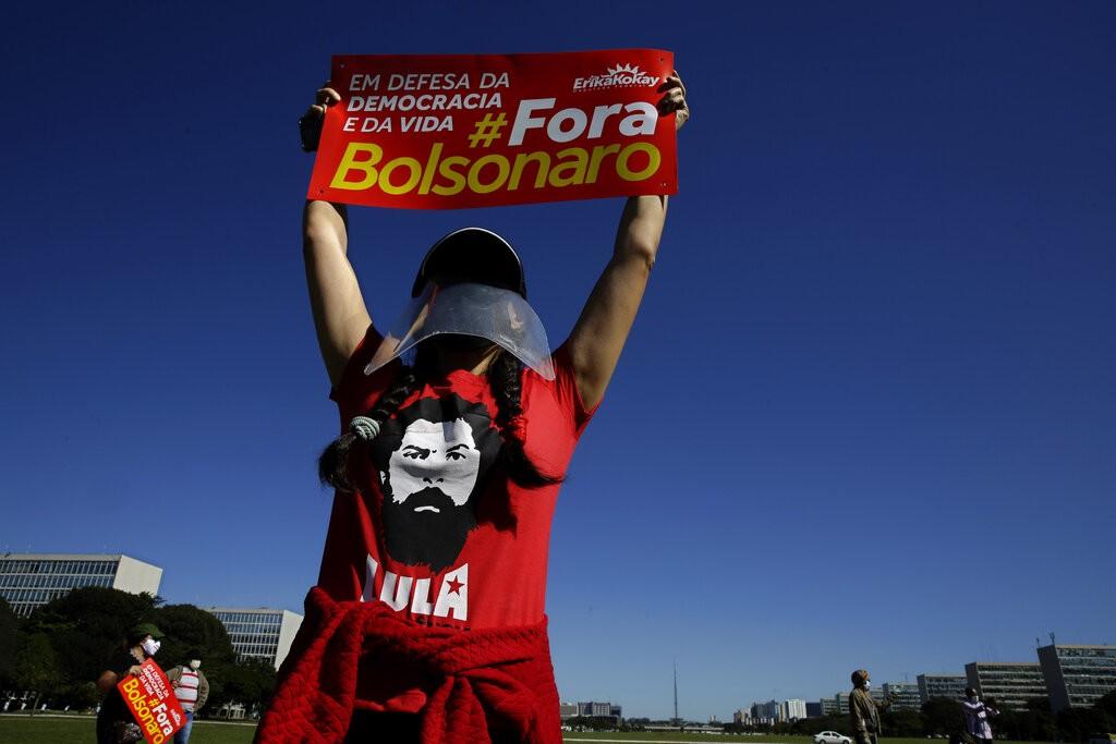 من مظاهرة لأنصار بولسونارو في البرازيل (أ ب)