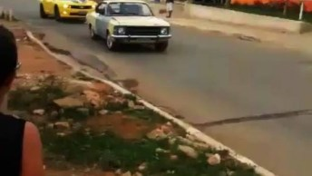 Camaro Amarelo Desaparece Na Fumaça Do Opala, Confira!