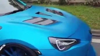 Carro Azul Rebaixado, Esse Parece Relar No Chão, Confira!