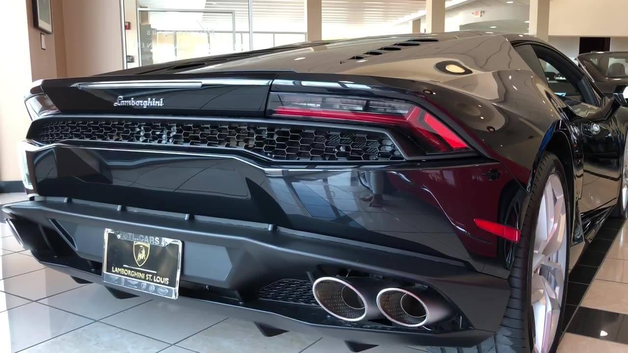 Carro de luxo com motor super potente, alguém ai esta afim de acelerar?