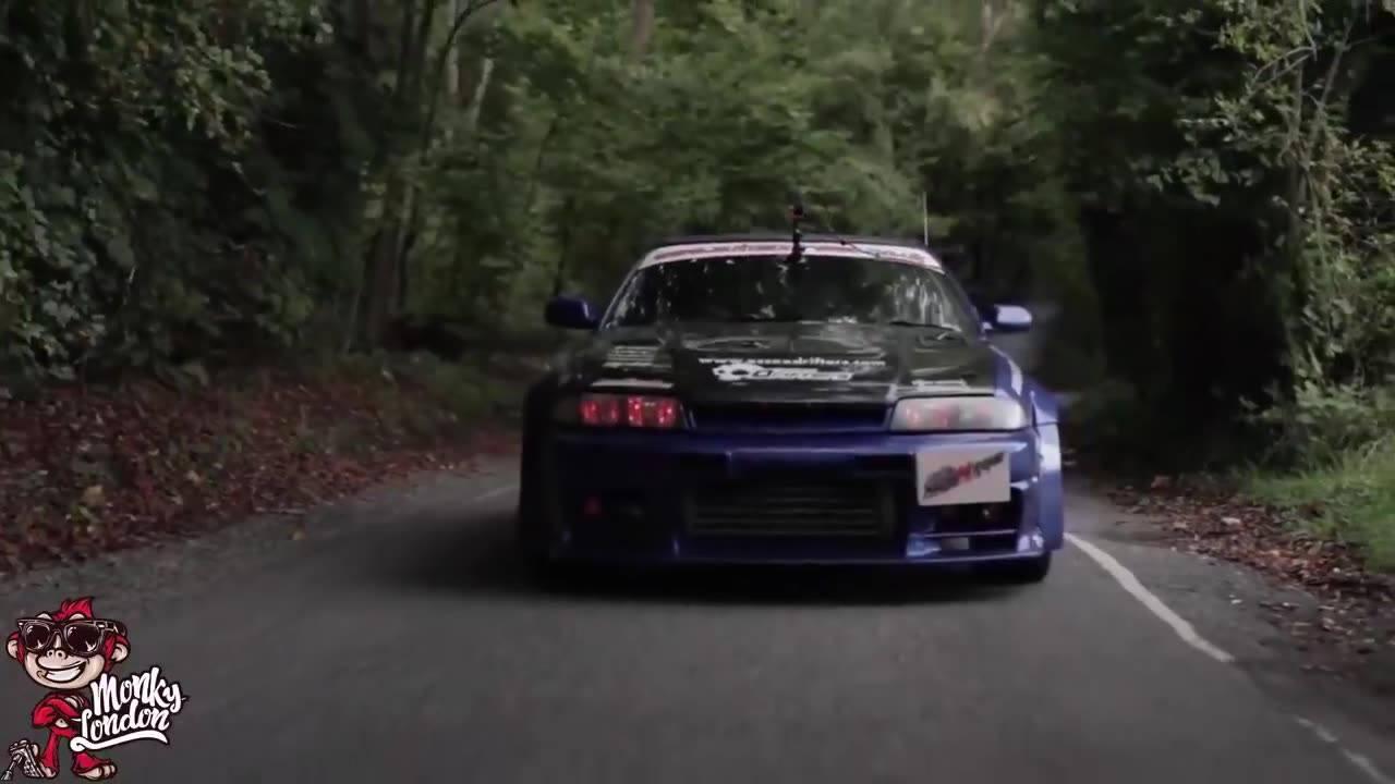 Carro sendo filmado de frente e acelerando muito, para quem ama velocidade!