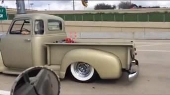 Encontrando Com Um Chevy Truck De 1949 Na Estrada, Muito Legal!