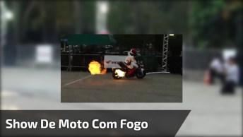 Apresentação De Moto Com Fogo Saindo De Escapamento, Veja Que Manobras!
