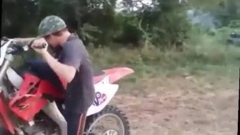 Crianças Pilotando Moto E Se Dando Mal Hahaha, Veja Até O Final!