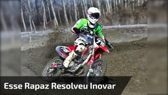 Esse Rapaz Resolveu Inovar E Empinar Moto De Uma Maneira Bem Inusitada!