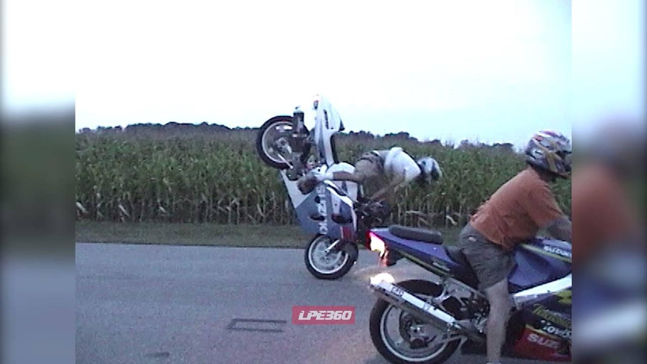 Foi tentar fazer igual o amigo de moto e se deu mal, confira!