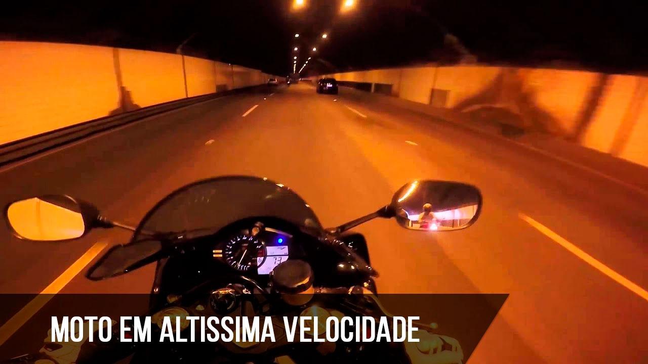 Moto em altíssima velocidade