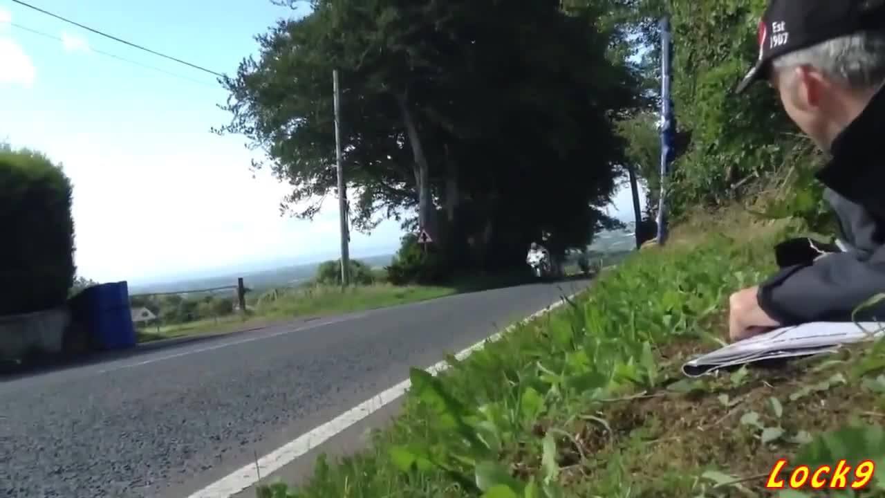 Olha a velocidade dessas motos, o que é isso hein