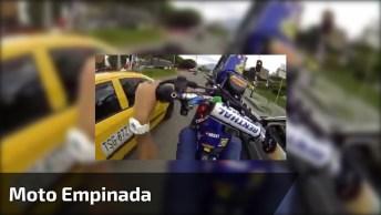 Passando No Corredor Dos Carros Com A Moto Empinada, Que Perigo!
