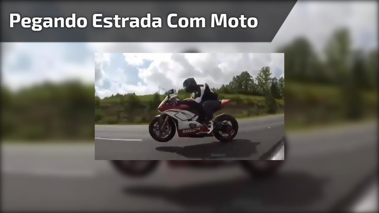 Pegando estrada com moto