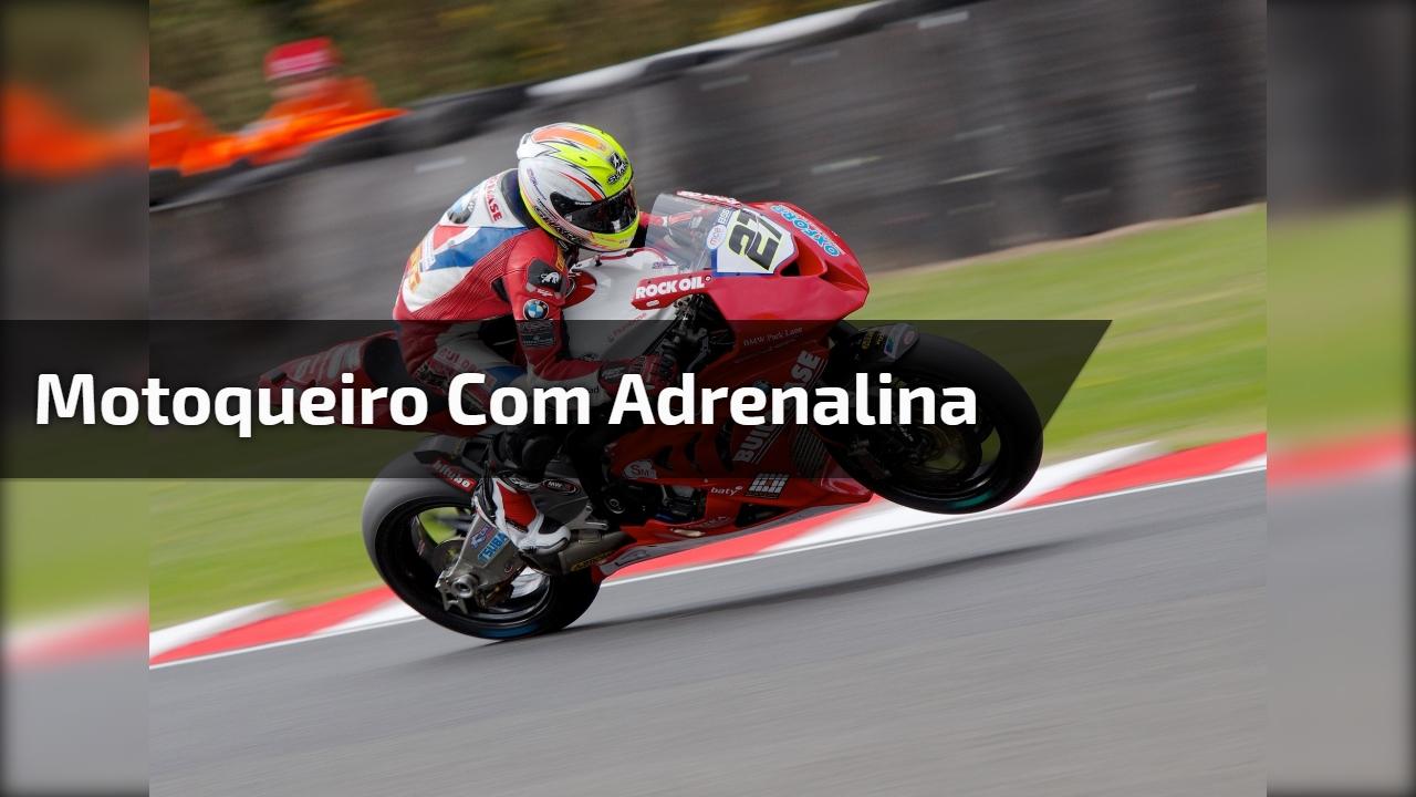 Motoqueiro com adrenalina