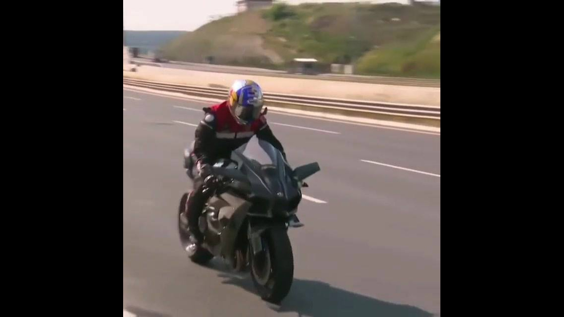 Vídeo mostrando kawasaki ninja na estrada