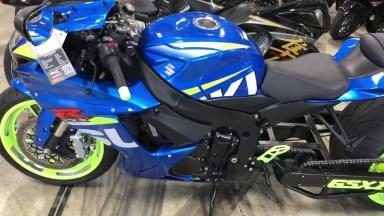 Vídeo Mostrando Moto 360 Gsxr, Um Monstro De Moto, Veja O Tamanho Deste Pneu!