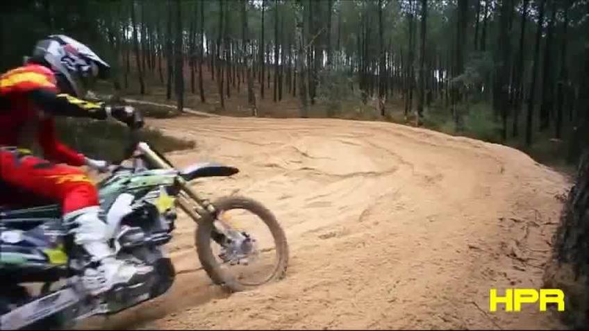 Video para apaixonados em manobras com motos, uma mais radical que a outra!