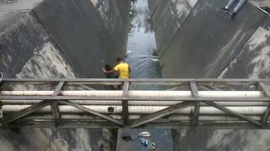 Foi Pular De Um Lado Para O Outro Do Córrego E Se Deu Muito Mal Hahaha!