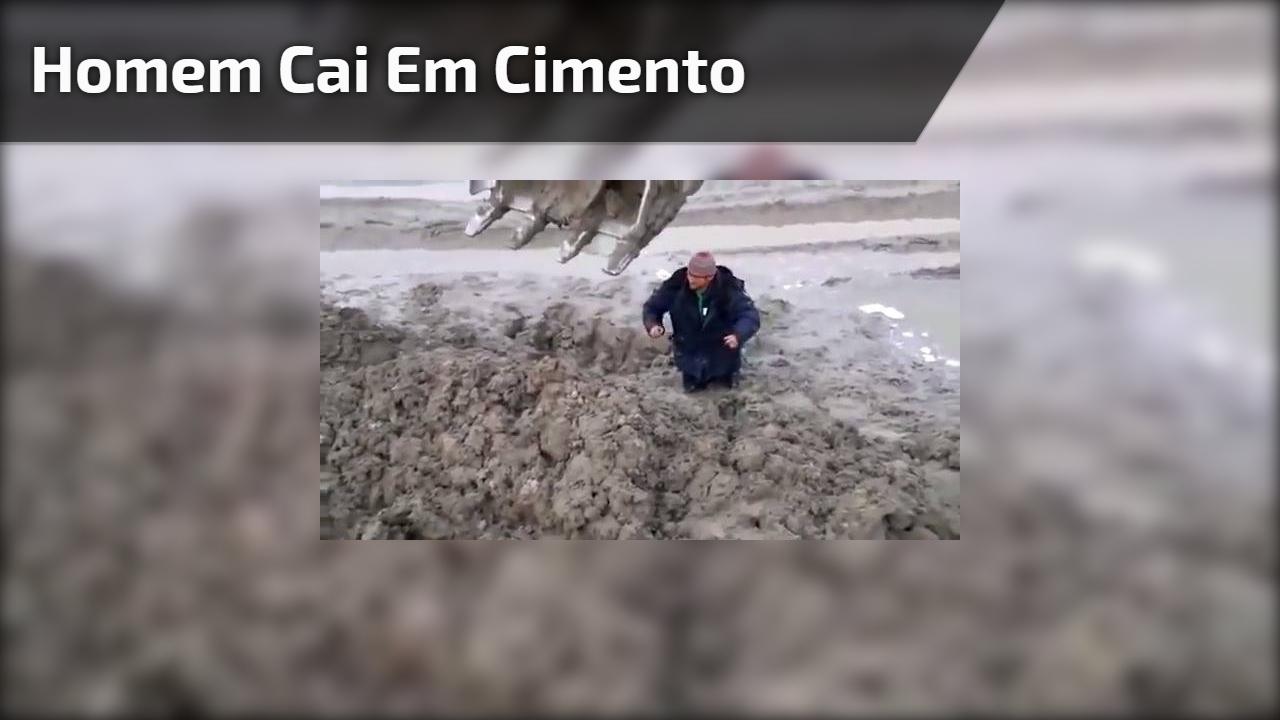 Homem cai em cimento é resgatado por máquina, acabou ficando engraçado kkk!