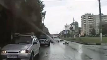 Motoqueiro Faz Desvio E Acaba Se Dando Mal, Olha O Perigo!