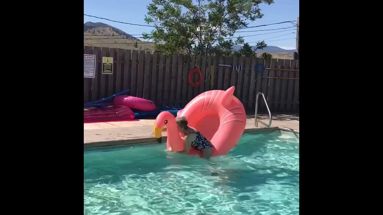 Pessoas fazendo as falhas mais engraçadas na água