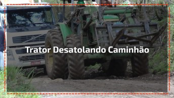 Trator Tenta Desatolar O Caminhão E Algo Inacreditável Acontece, Kkk!