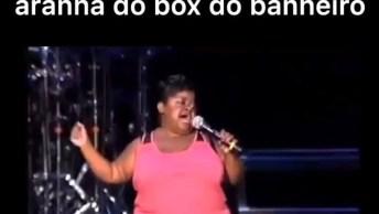 Aquela Cantora Que Representa As Mulheres Cantando No Banheiro Hahaha!