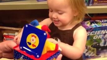 Brinquedos Que Assustam Crianças, Para Rir E Compartilhar!
