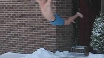 Dá Para Nadar Na Neve? Para Essas Pessoas Dá, Confira Hahaha!