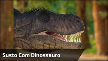 Mãe Se Assusta Com 'Dinossauro' Em Parque, Ficou Bem Engraçado Hahaha!