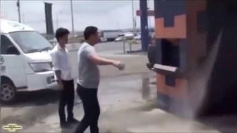 Nova Forma De Lavar Carro, E Os Amigos Juntos, Confira Kkk!