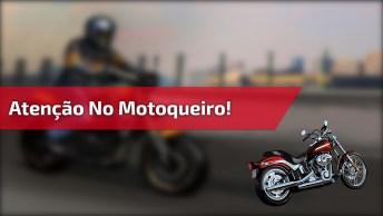 Preste Atenção Na Onde Esse Motoqueiro Resolveu Estacionar Kkk!
