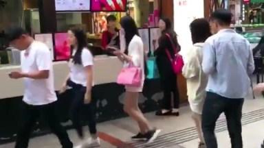 Trolagem Asiática, Veja O Que Eles Aprontam Nas Ruas Hahaha!
