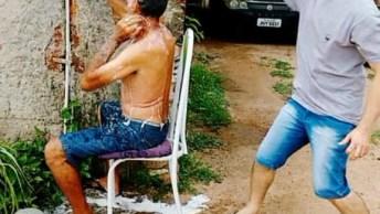 Trolando Um Amigo Que Esta Lavando A Cabeça No Quintal Hahaha!