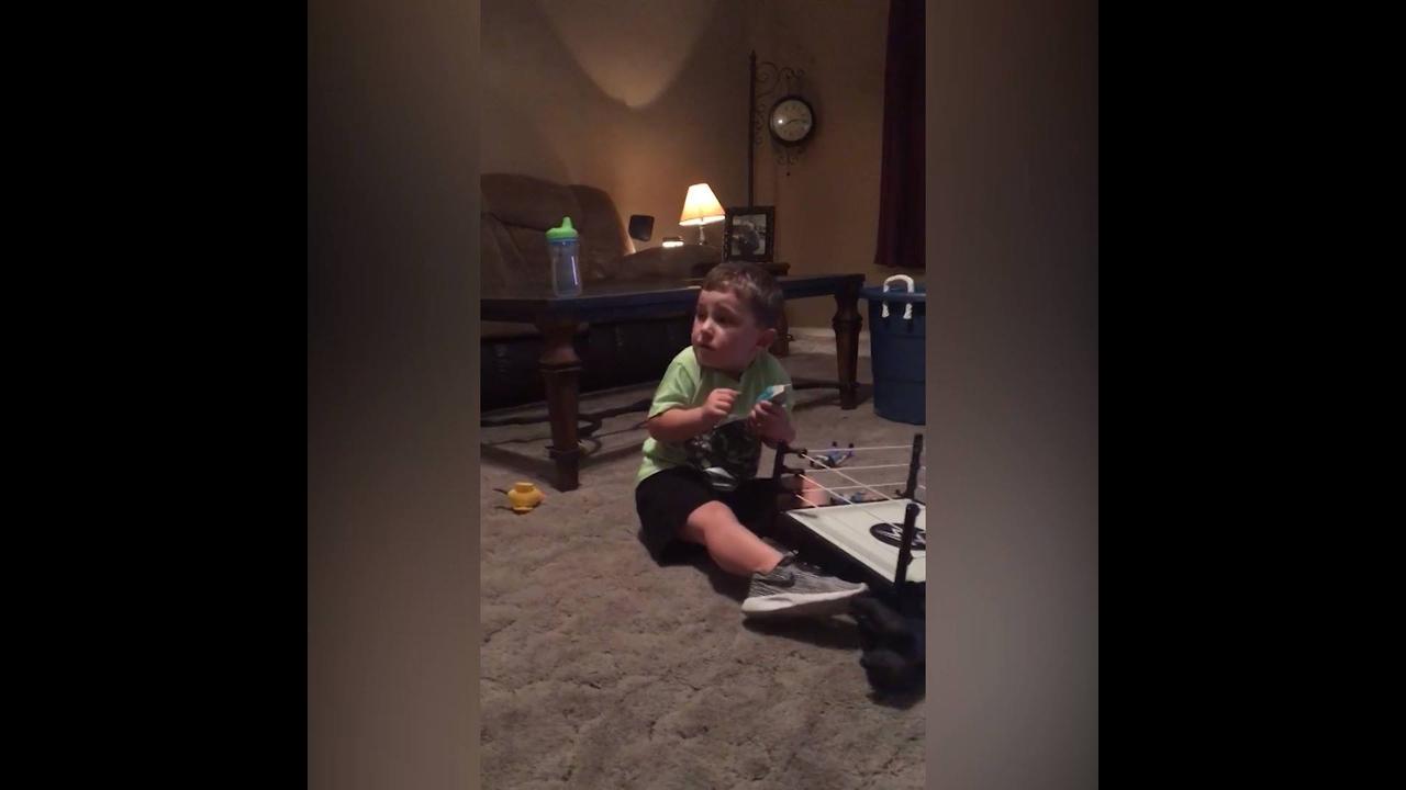 Video engraçado de crianças levando sustos