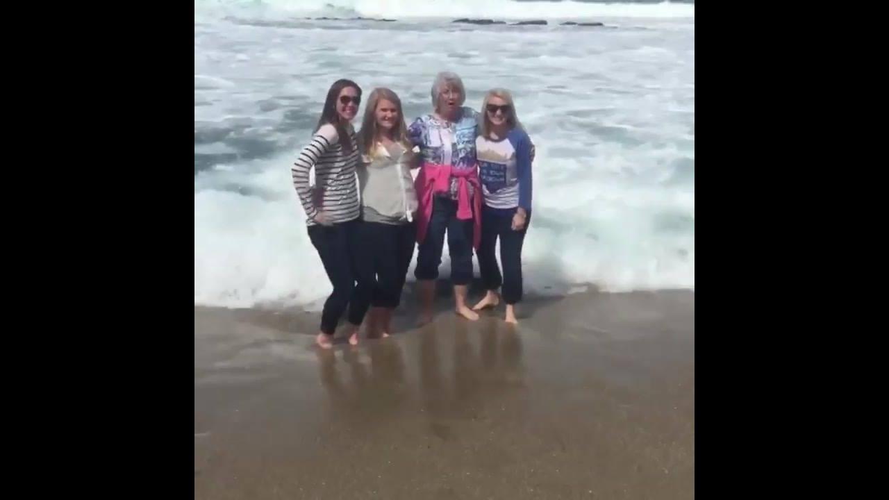 Video engraçado de pessoas na praia