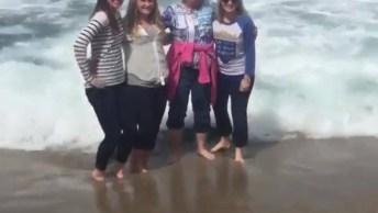 Video Engraçado De Pessoas Na Praia, Como Não Rir Dessas Situações? Hahaha!