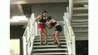 Você E Sua Amiga Saindo De Um Treino De Perna, Marque Ela!